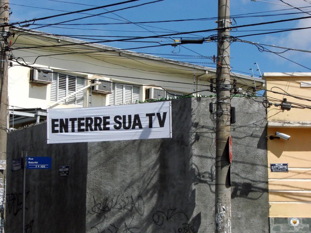 Faixa: Enterre sua TV