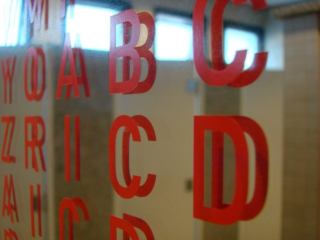 Intervenção Caça-palavras em banheiros do Sesc São Paulo(Poro)