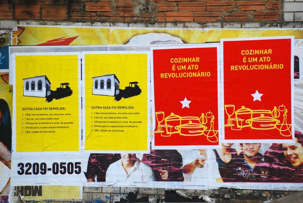 Cartazes Outra casa foi demolida e Cozinhar é um ato revolucionário (Grupo Poro)