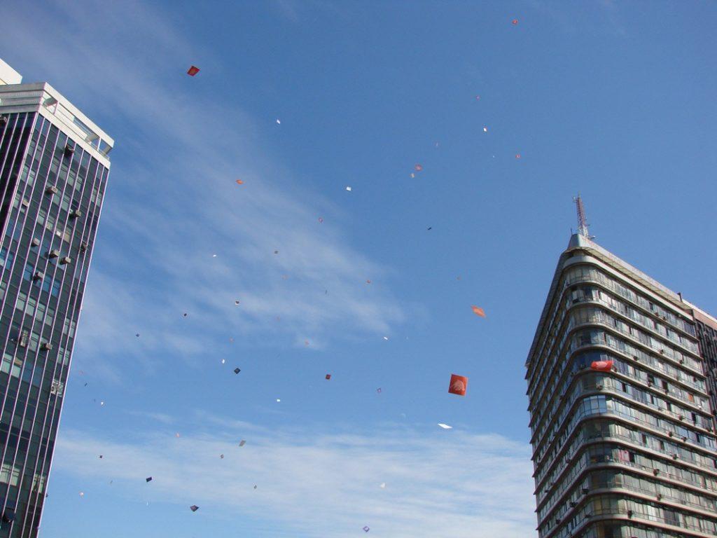 Olhe para o céu - Intervenção urbana do Poro na Praça Sete, centro de Belo Horizonte