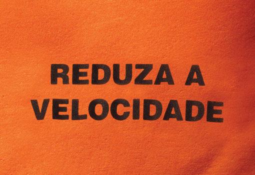 Camiseta Reduza a velocidade - Poro
