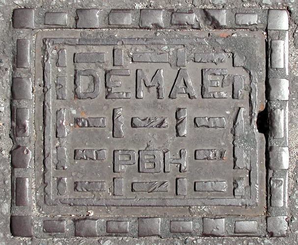 Fotografia de bueiro antigo (Poro)