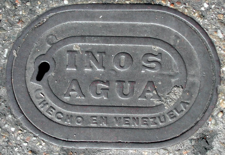 Fotografia de bueiro antigo - América Latina (Poro)