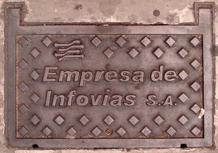 Fotografia de bueiro antigo Empresa de Infovias S.A. (Poro)