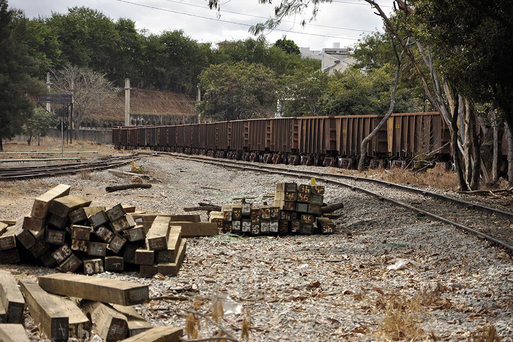 Linha de trem de ferro em Minas Gerais (Poro)