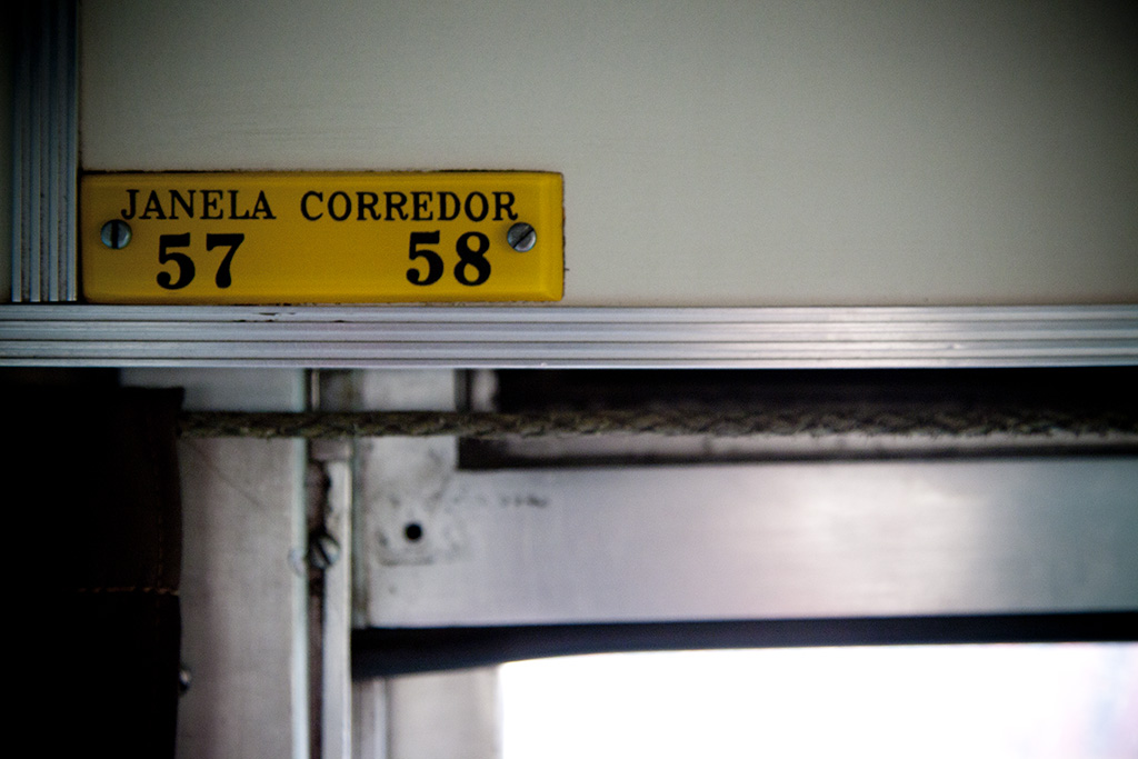 Placas do interior de vagão de trem em Minas Gerais (Grupo Poro)