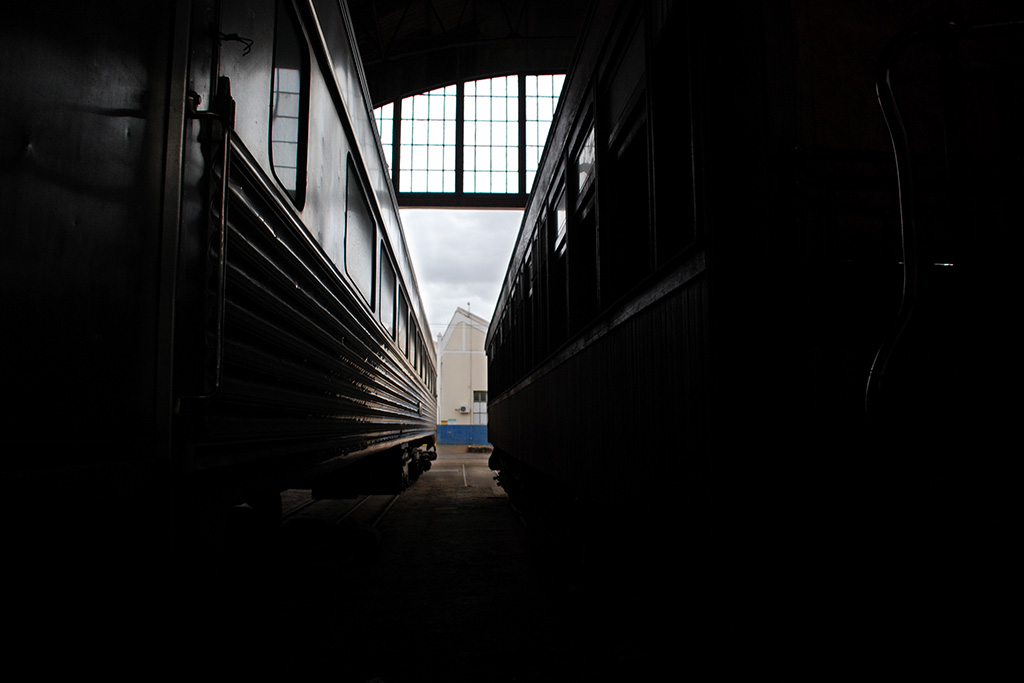 Galpão de trens em Minas (Poro)
