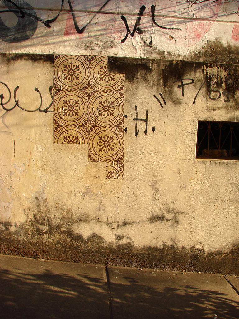 Azulejos de Papel criam imagens poéticas nas ruas da cidade (Grupo Poro)