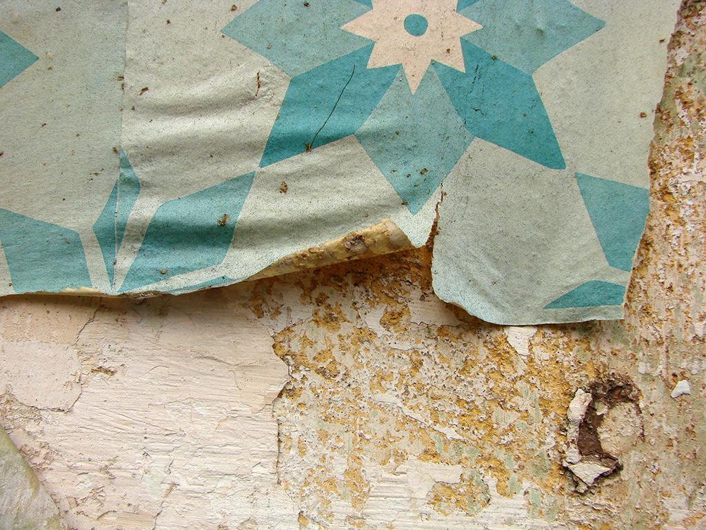 Detalhe dos Azulejos de Papel se desfazendo, arte efêmera sob ação do tempo (Coletivo Poro)
